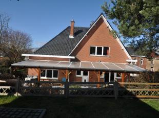 Zeer aangename en ruime vrijstaande villa DOE EEN BOD VANAF 325.000,- ONDER TOESTEMMING VAN DE EIGENAAR. Gelegen dicht bij de snelwegen, scholen en bu
