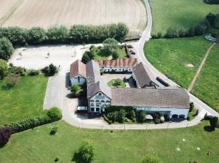 10 min van Hal. Oude brouwerij met +/- 1750 m² grondoppervlakte op bijna 5 ha. Uitzonderlijke omgeving en dit binnen een straal van 15 minuten ro