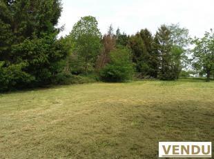 Beau terrain plat à bâtir de 25 ares 36 ca ( 22 mètres à rue) sur environ 106 mètres de profondeur situé dans
