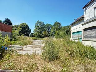 Terrain à bâtir d'environ 12 ares situé dans le centre de Marcinelle à proximité des commerces, écoles, bus.