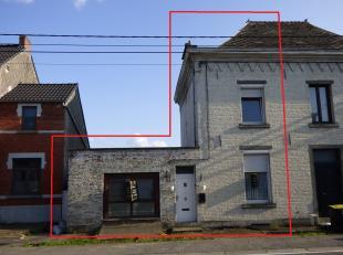 Jolie maison 3 façades avec vue imprenable sur la vallée de la Sambre.Offrant 2 chambres, grand living, cuisine, salon, grenier am&eacut