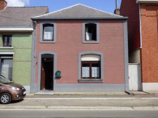 Maison 2 façades offrant 3 chambres, living, salon, salle à manger, grenier aménageable, buanderie, jardin avec accès.Situ
