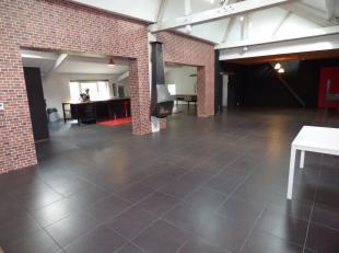 Superbe loft ou entrepot offrant 3 ou 4 chambres, cuisine équipée de 61m² ouverte sur séjour de 67m², buanderie, bureau