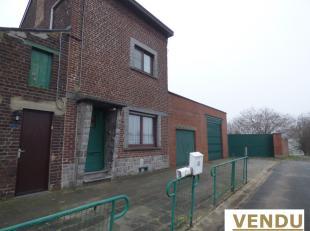 Belle maison 3 façades 3 chambres sur terrain arboré de 43 ares 29ca avec 2 Garages située dans un Quartier calme, voie sans issu