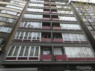 Magnifique appartement en excellent état dans centre ville de Charleroi. 2 chambre, Dressing, cuisine entièrement meublée et &eac