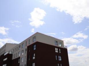 Appartement met 2 slaapkamers gelegen op het 4de verdiep. Aangename inkom met vestiaire ruimte en gastentoilet. Open keuken, alle toestellen aanwezig.