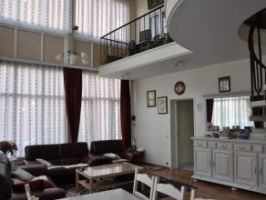 Ruime halfopen bebouwing met 4 slaapkamers, 2 badkamers, 2 woonkamers en garage vlakbij centrum Wommelgem.<br /> Indeling:<br /> GLVL: Inkomhal, apart