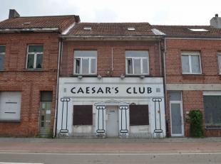 Handelshuis in centrumrand van Turnhout (voormalige bar).Deze handelswoning bestaat uit inkomhal achteraan, handelsruimte, keuken, eetplaats en toilet