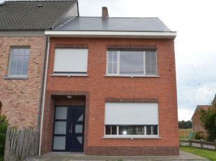 Instapklare woning (HOB) met garage nabij het centrum van Herenthout. De woning bestaat uit een ruime leefruimte, keuken, badkamer met ligbad, lavabo