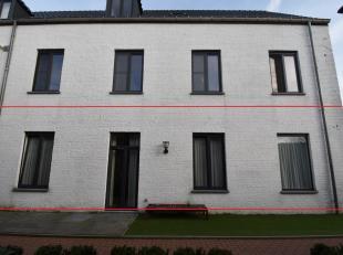 Mooi modern gelijkvloers appartement met 2 slaapkamers gelegen in het centrum van Nijlen.Appartement is nabij het openbaar vervoer, maar toch rustig g