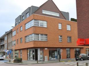 Prachtig, modern handelsglvl op topligging in centrum AartselaarIndeling:GLVL:Handelsruimte van ca 135m² voorzien van ingemaakte kasten, burelen