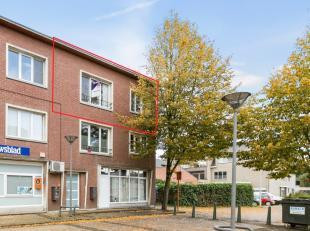 Instapklaar 1-slaapkamer appartement in het centrum van Nijlen.De indeling is als volgt: inkomhal, apart toilet, geïnstalleerde keuken met lichtr