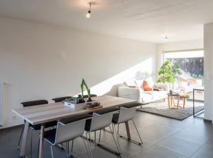 In Handzame, deelgemeente van Kortemark, huisvest deze woning in een rustige woonwijk. De woning werd volledig gerenoveerd en biedt u alle nodige comf