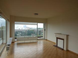 Ruim appartement (ca. 100 m2) gelegen op de 9e verdieping, Residentie Beatrijs 181 te Tienen. <br /> Het appartement omvat een inkomhal met ingebouwde