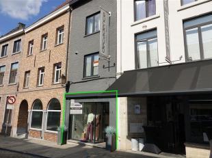 Zeer tof handelspand gelegen te 3300 Tienen, Wolmarkt 8. Deze eigendom heeft een bruikbare oppervlakte van ca 60m2, heel goede ligging, nabij Grote Ma