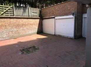 Garagebox in de residentie Zeemeeuw gelegen Hyacintenlaan 29, vlakbij de zee. Diepte 5,97 m, hoogte van poort 1,66 m, hoogte garage 1,85 m. De section