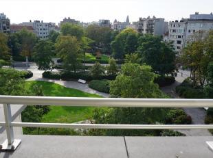Zeer mooi appartement (90 m²) met een prachtig zicht op het Prinses Stefanieplein, één van de mooiste liggingen in Oostende. Ongeme