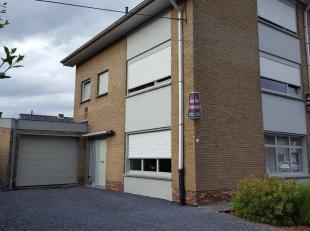 Kortrijk - Halfopen bebouwing met grote garage en zijpoort. Grondopp. 338m2 - op wandelafstand van VTI en 3 hofsteden, vlugge verbinding autostrades,
