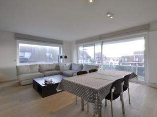 Volledig gerenoveerd, zonnig hoekappartement in een voorname residentie, gelegen tussen het Albertplein en de wandeldijk...Samenstelling: Inkomhall me