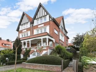 """Gekoppelde villa """"Firmin"""" in cottagestijl, bouwjaar 1932, uiterst goed gelegen op enkele passen van het Albertplein en de Zeedijk...De villa werd opge"""