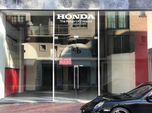 Uitzonderlijkwinkelpand (mezzanine!) te huur, ideaal gelegen te Kustlaan met een gevelbreedte van 9 meter...Ruim winkelpand te huur in mezzanine-vorm