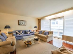 Gemeubeld 2-slpk. appartement met mooi terras, met zijdelings zeezicht, vlakbij het Driehoeksplein...Samenstelling: Inkomhall met gastentoilet en vest