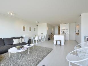 Uitzonderlijk appartement in nieuwbouwconstructie, GEMEUBELD, gelegen op het Rubensplein, met schitterend FRONTAAL zeezicht...Samenstelling: Inkomhall
