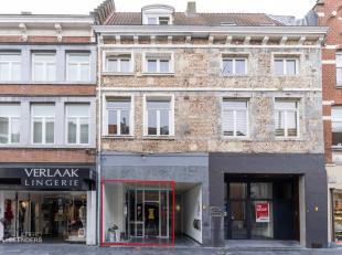 Algemeen<br /> Deze compacte handelsruimte is gelegen op de Bosstraat van Maaseik.<br /> De strategische locatie aan het begin van deze hoofd-winkel-w