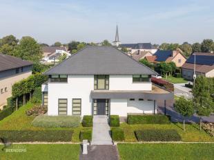"""Deze eigentijdse villa werd omstreeks 2002 gebouwd op een uniek hoekperceel van ca. 8,24a in het """"pittoreske"""" Aldeneik. Deze residentiële TOP-loc"""