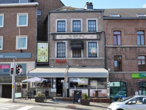 Immeuble commercial idéalement sis au cœur de la ville de Beauraing.<br /> Celui-ci comprend une surface aménagée de 15