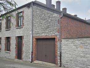 Charmante habitation sise au centre de Beauraing.<br /> Celle-ci bénéficie de tout le confort et d'une situation idéale.<br /> La