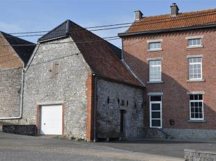 Spacieuse bâtisse sise au centre du village de Flavion.<br /> Celle-ci se trouve en parfait état et bénéficie de tout le co