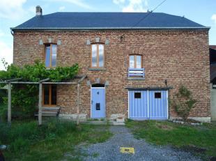 Habitation 4 façades avec jardin sise au coeur du village de Hour.<br /> Cette charmante habitation a été entièrement r&ea