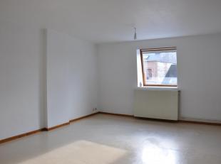 Spacieux appartement en parfait état sis au centre de Beauraing.<br /> Situation idéale à proximité de toutes les facilit&