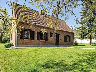 Jolie maison 4 façades de plain-pied sise sur 19 ares de terrain.<br /> Celle-ci offre de beaux volumes et bénéficie dun am&eacut