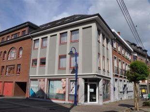 Superbe appartement sis au centre de Beauraing.<br /> Celui-ci vient d'être entièrement rénové et bén&eacu