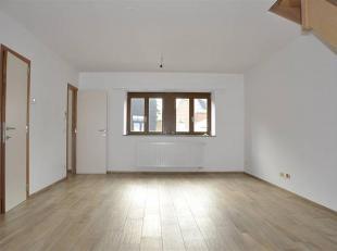 Appartement 2 chambres, neuf, en duplex sis au centre de Beauraing.<br /> Celui-ci profite de beaux espaces et bénéficie d'une bonne per