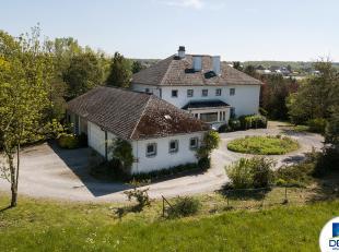 Réf. n°1439 +++ RARE OPPORTUNITE +++ Située à environ 500m des Lacs de l'Eau d'Heure, imposante villa avec écurie et p