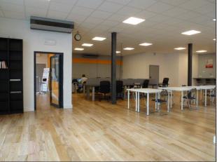 Idéalement situé en région Tournaisienne, grand espace de coworking avec plusieures possibilités (salle de réunion