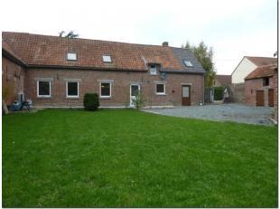 A la campagne à 5' de la sortie A8 (Hoves/Enghien), spacieuse fermette avec jardin. Elle comprend living de 45 m², cuisine équip&ea