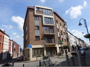 Dans immeuble situé dans le centre, proximité gare, très agréable appartement au dernier étage (3ème) avec a