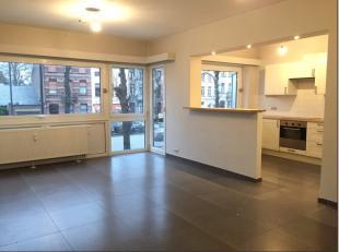 //OPTION// Idéalement situé, spacieux et lumineux appartement rénové recemment au 1er étage avec vue sur le beffroi