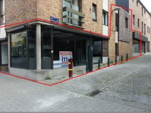Excellente situation au centre ville, très grande vitrine sur le coin de deux rues, commerce de 210 m² offrant de mutliples possibilit&eac