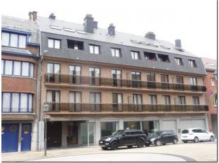 Situé en plein centre d'Enghien, agréable appartement totalement rénové au 2ème étage avec ascenseur compren