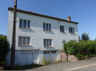 Situées idéalement proche de la gare de Silly , deux habitations 3 façades avec 2 et 3 chambres, 2 halls d'entrée, 2 livin