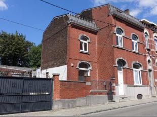Imposante maison de Maître avec partie professionnelle (entrée séparée), grand atelier arrière de +/- 140 m² et