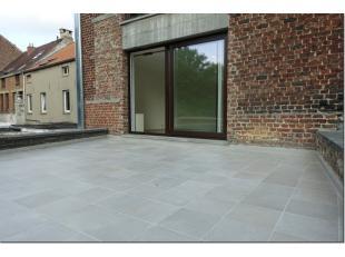 Proximité centre et gare, agréable studio avec grande terrasse (1er étage sans ascenseur) comprenant séjour avec cuisine s
