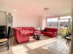 Bel appartement 3 chambres + possibilité Garage. Il se compose d'un vaste hall d'entrée de 9m², s'ouvrant sur un lumineux sé