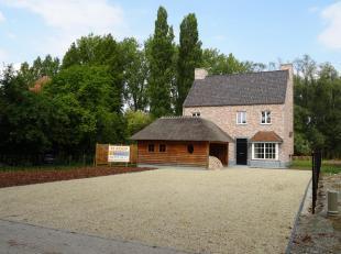 Deze woning is gelegen op een steenworp van de N16 en kent de volgende indeling: traphal met gastentoilet, ruime woonkamer met open haard, open keuken