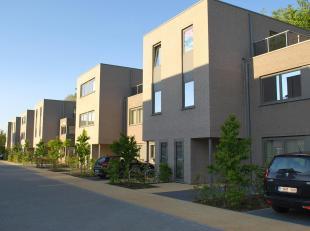 De woning omvat volgende ruimtes: inkom, ingerichte open keuken met toestellen, afzonderlijk toilet, woonkamer, berging, terras, fietsberging, ingeric